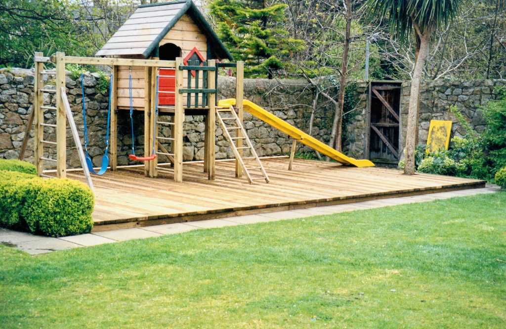 brilliant garden design decking areas minimalist low maintenance - Garden Design Children S Play Area