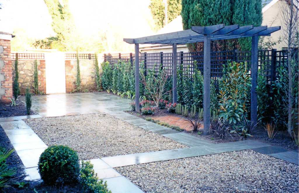 Trellis that bring colours to your garden Serenity